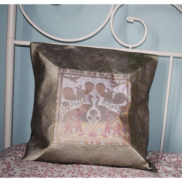 Ecru silk pillowcase with two elephants