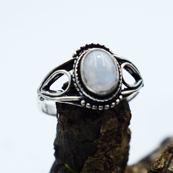 Ring White Metal Moonstone Tear Oval