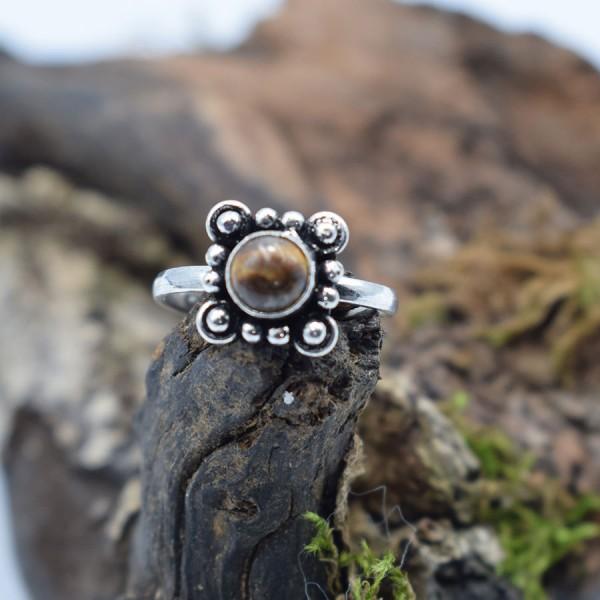 Ring White Metal Tiger Eye Chrysanthemum