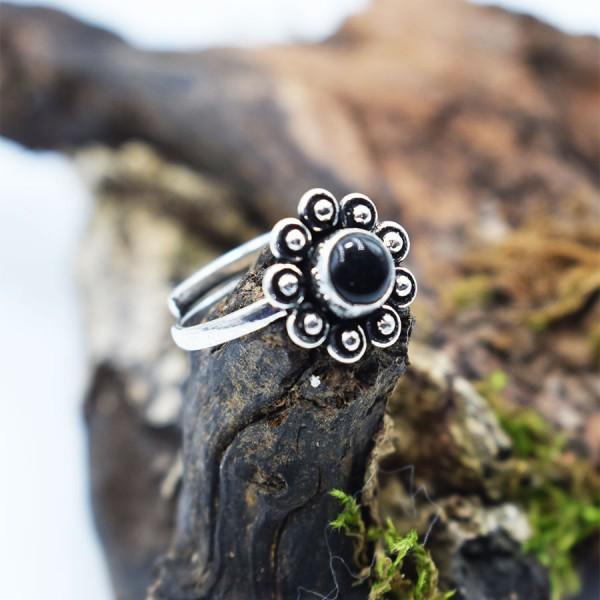 Ring White Metal Black Onyx Margarita