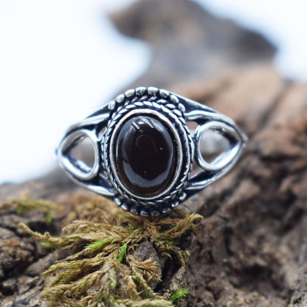 Ring White Metal Black Onyx Tear Oval