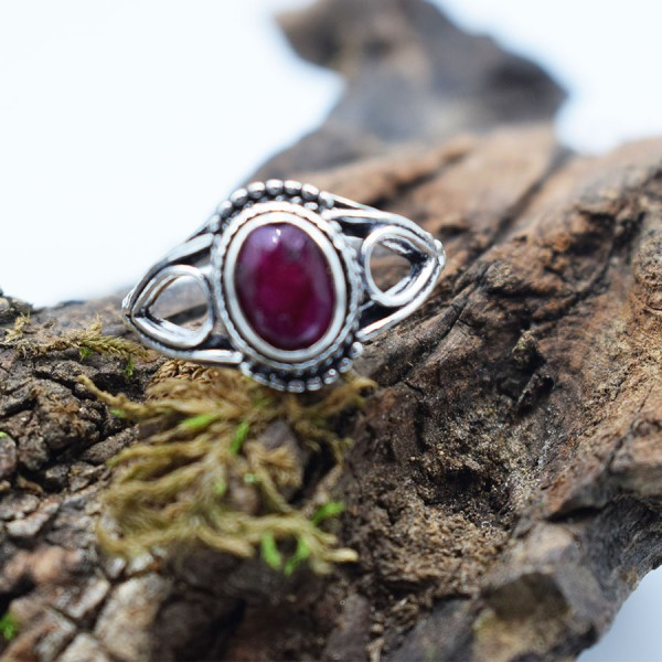 Ring White Metal Ruby Tear Oval