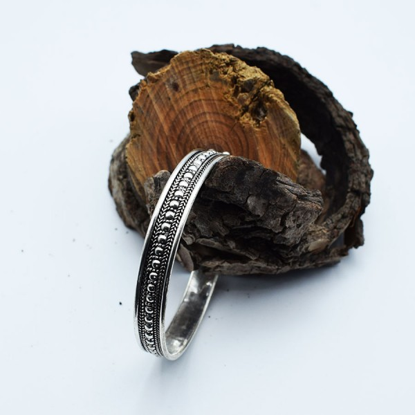 white metal ball bracelet